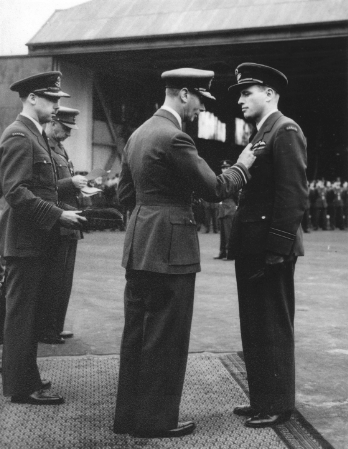 King Presenting DFC to Air Crew